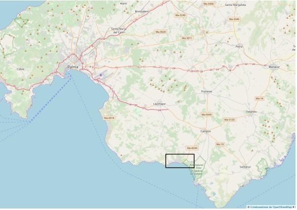 Das Fischerdorf Sa Ràpita liegt an der Südküste von Mallorca, hat etwa 2.000 Einwohner und der breite Strand Es Trenc beginnt direkt am Ortsrand. Sa Ràpita bietet einen Yachthafen, sowie eine ganzjährige Grundversorgung mit Bank, Apotheke, Restaurants und Geschäfte und hat sich in den letzten Jahren als Standort für Dauer- und Zweitwohnsitze etabliert. Bis Campos sind es etwa 12 Kilometer, bis zum Flughafen 38 Kilometer.