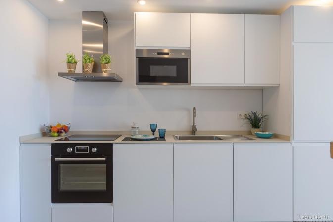 Küche der hellen Wohnung in Palmas City